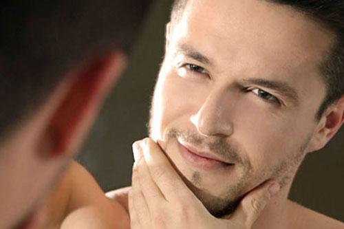 [Imagem: Homem-No-Espelho-Como-cuidar-da-pele-do-rosto.jpg]