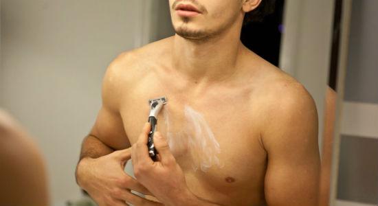 Homem No Espelho - Tipos de depilação masculina- Lâmina