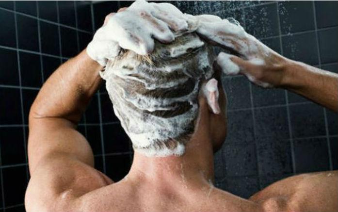 Não importa se seu cabelo é liso, grisalho, longo ou cacheado: existe um xampu indicado para cada tipo de cabeleira
