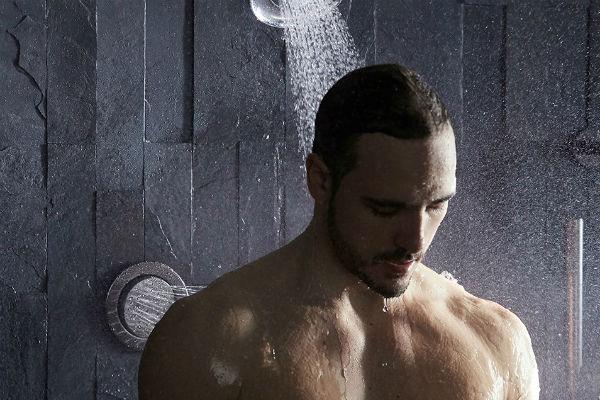 Homem-No-Espelho-Banho-masculino-estresse