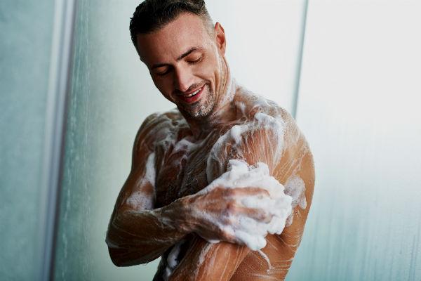 Homem-No-Espelho-Estresse-ansiedade-banho
