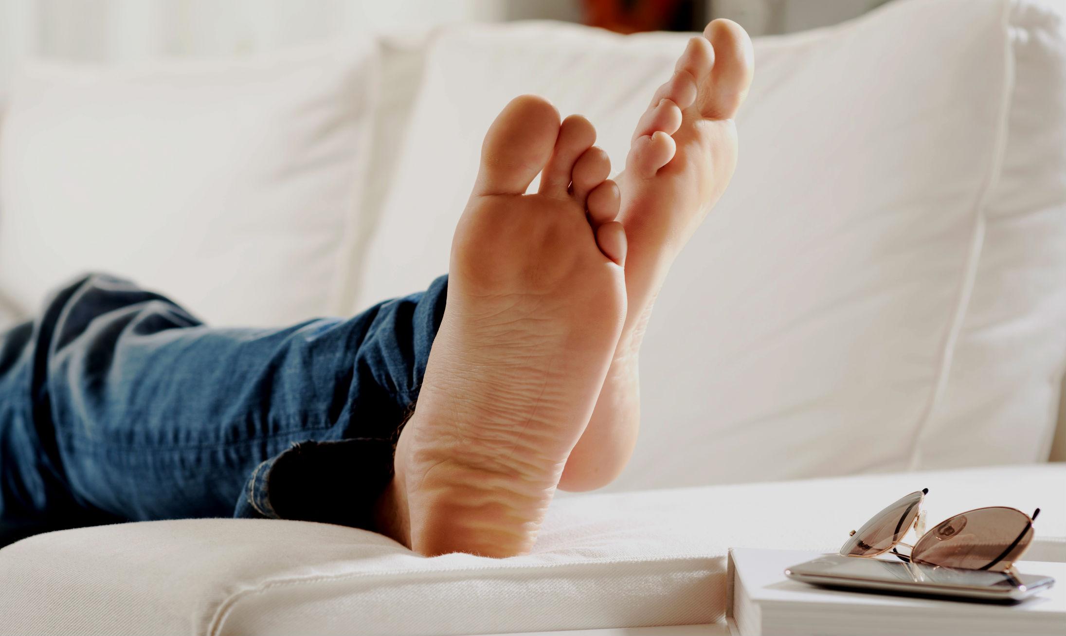Cuidados com pés masculinos - pé de homem - chulé - frieira - Homem No Espelho