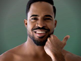 Homem No Espelho - problemas de pele masculinos