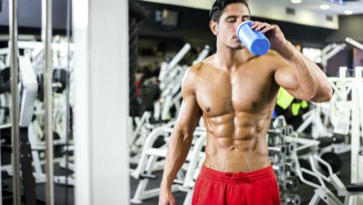 Homem No Espelho - Academia - musculação- hipertrofia - treino - proteína - shake