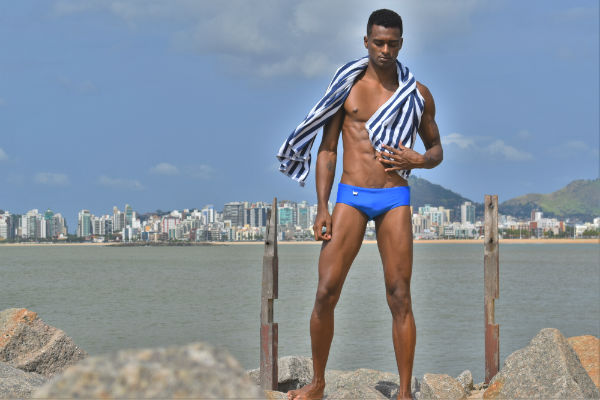 Homem-No-Espelho-Moda-praia-masculina-Sungas-Exodia-Beachwear