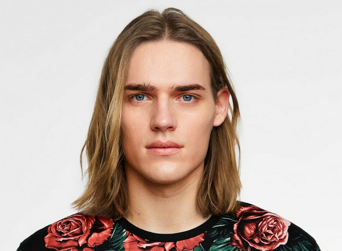 Homem No Espelho - cortes de cabelo masculinos para cabelo liso-3