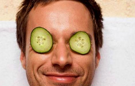 Homem No Espelho - Receitas caseiras para tratar a pele - pepino contra olheiras