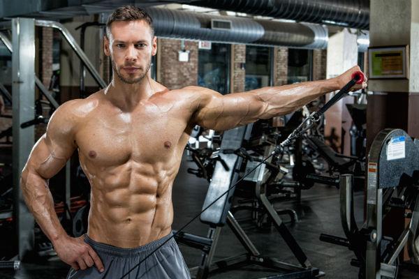 Homem No Espelho - Musculação ou aeróbio - o que fazer primeiro?