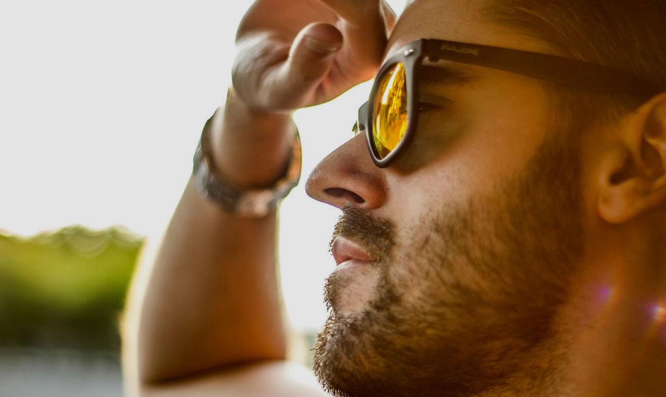Comece a usar óculos de sol mesmo sem sol, na praia, ao correr, pedalar,  dirigir e sempre que sair ao ar livre. A exposição dos olhos aos raios  ultravioleta ... d17044c840