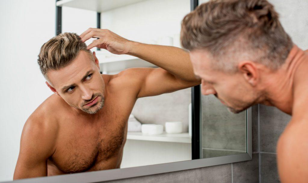 Homem No Espelho - Como evitar e diminuir a queda de cabelo
