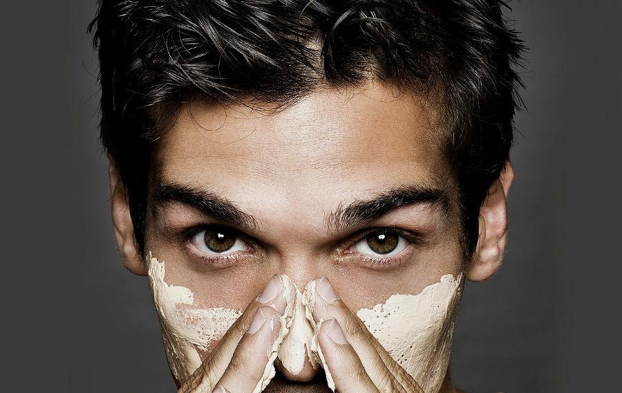 Homem No Espelho - poros dilatados pele masculina