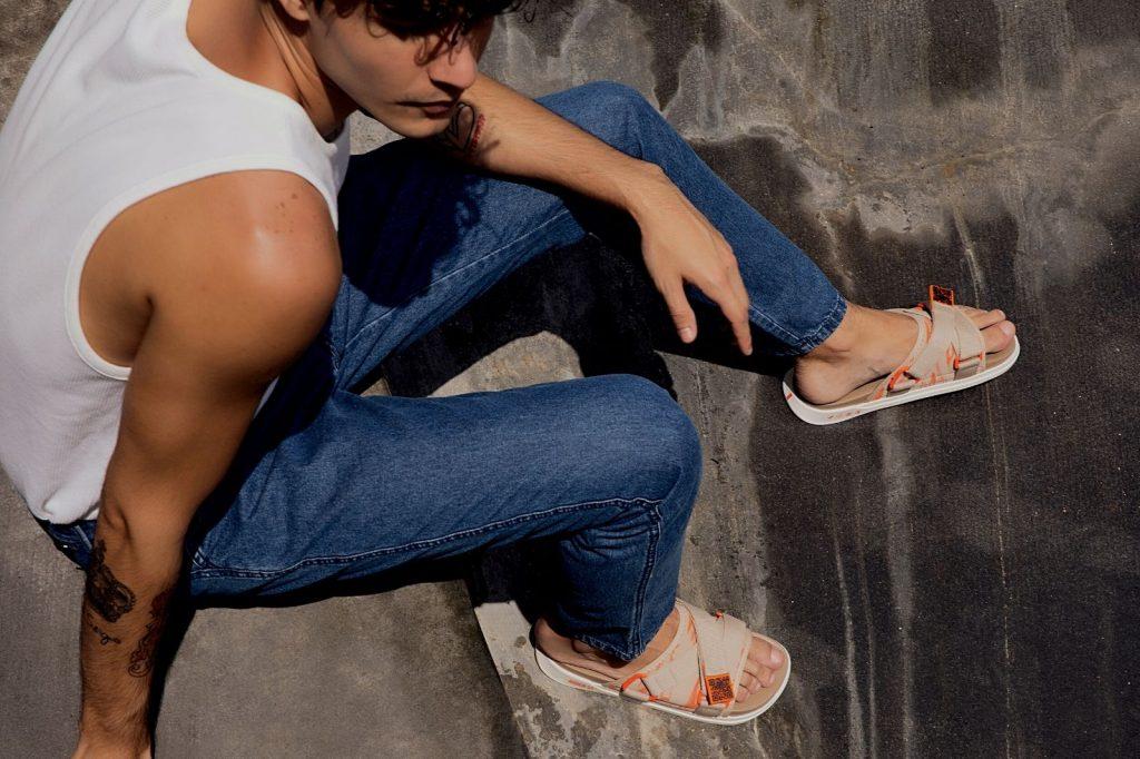 Homem No Espelho - Rider lança coleção de sandálias recicláveis e veganas