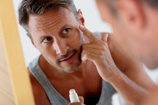 Homem No Espelho - Como cuidar da pele do rosto em cada idade