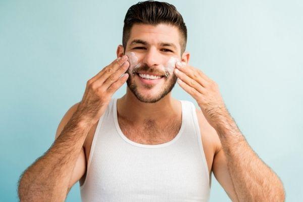Homem No Espelho - 3 passos fundamentais para cuidar da pele do rosto